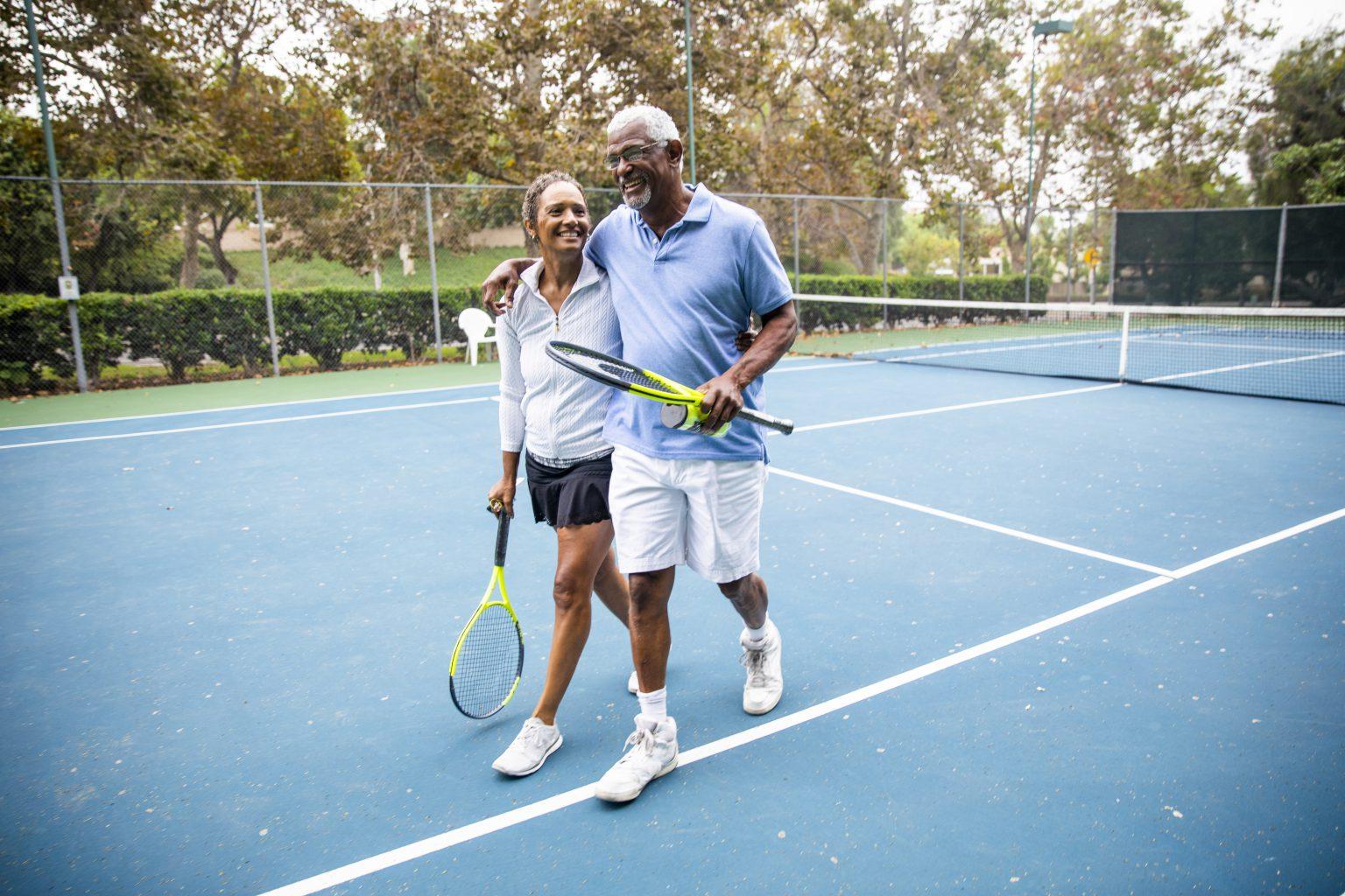 Wandelaars, tennissers, hardlopers en fietsers met artrose